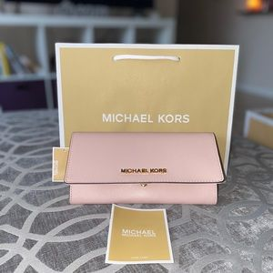 💕 Michael Kors Jet Set Carryall Wallet 💕